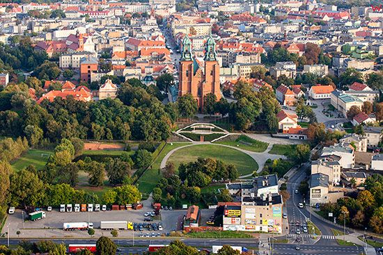 Gniezno, Plac sw. Wojciecha z Katedra. EU, Pl, Wielkopolskie. Lotnicze.