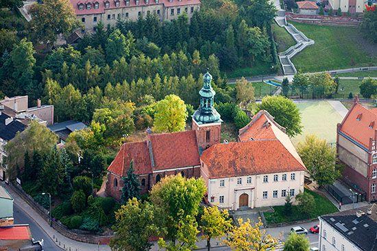 Gniezno, Klasztor Bozogrobcow. EU, Pl, Wielkopolskie. Lotnicze.