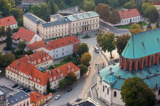 Gniezno, Gniezno, panorama na ul. Tumska i Laskiego z widocznym Palacem Arcybiskupim. EU, Pl, Wielkopolskie. Lotnicze.