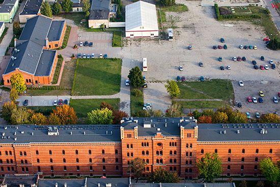 Gniezno, dawne koszary wojskowe. EU, Pl, Wielkopolskie. Lotnicze.