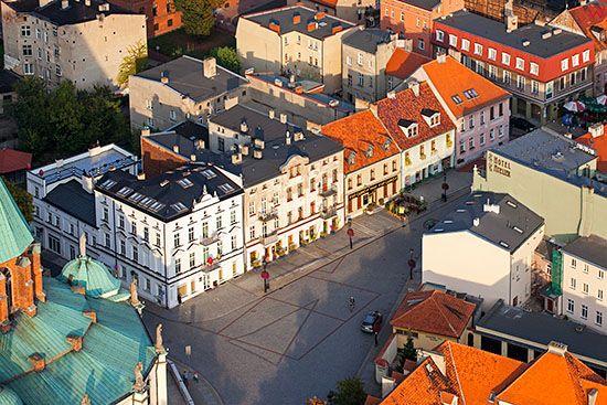 Gniezno, panorama na deptak przy ul. Tumskiej. EU, Pl, Wielkopolskie. Lotnicze.
