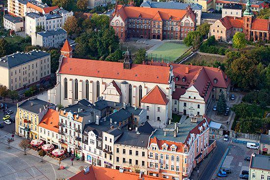 Gniezno, kosciol i klasztor Franiciszkanow. EU, Pl, Wielkopolskie. Lotnicze.