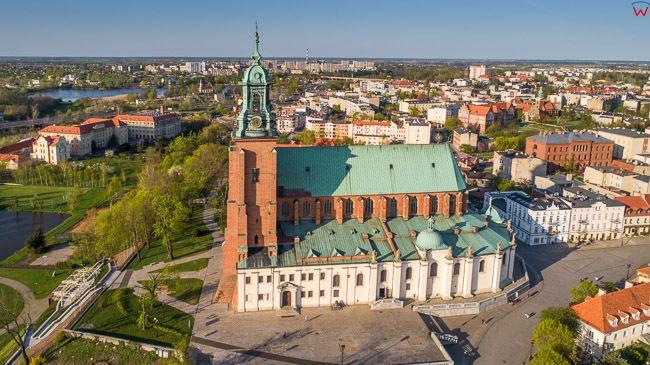 Gniezno, Stare miasto, Plac Katedralny z Katedra. EU, Pl, wielkopolskie. Lotnicze