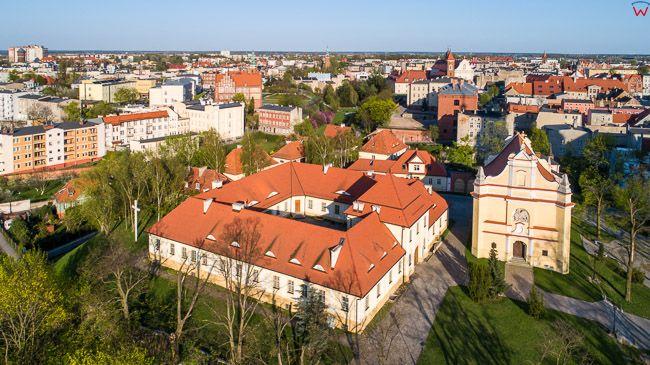 Gniezno, Muzeum Archdiecezjalne i kosciol sw. Jerzego. EU, Pl, wielkopolskie. Lotnicze