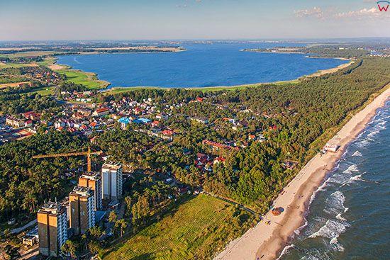 Dziwnowek, panorama na Zatoke Wrzosowska. EU, Pl, Zachodniopomorskie. Lotnicze.