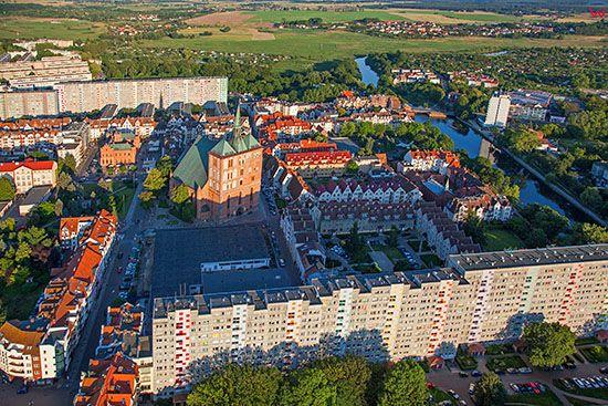 Kolobrzeg, panorama na Stare Miasto. EU., Pl, Zachodniopomorskie. Lotnicze.
