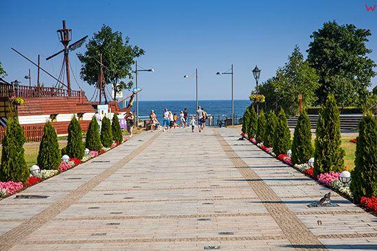 Miedzyzdroje, Promenada przy wejsciu na plaze. EU, Pl, Zachodniopomorskie.