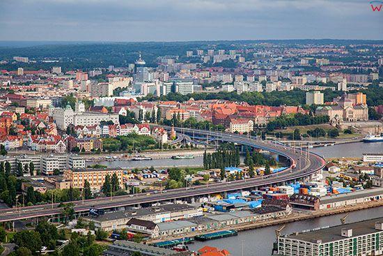 Szczecin, Trasa Zamkowa z panorama na centrum miasta. EU, Pl, Zachodniopomorskie. Lotnicze.