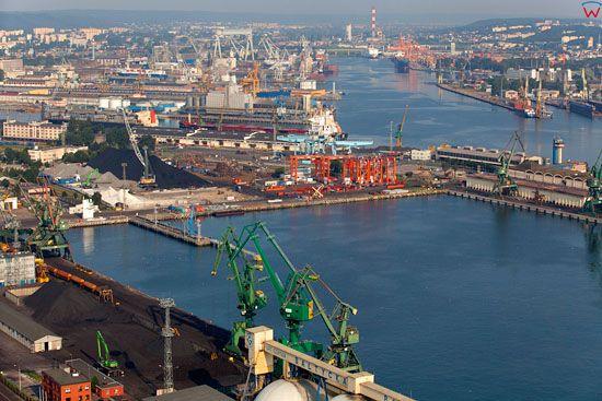 Gdynia Port, panorama przez Nabrzeze Szwedzkie. EU, Pl, pomorskie. Lotnicze.