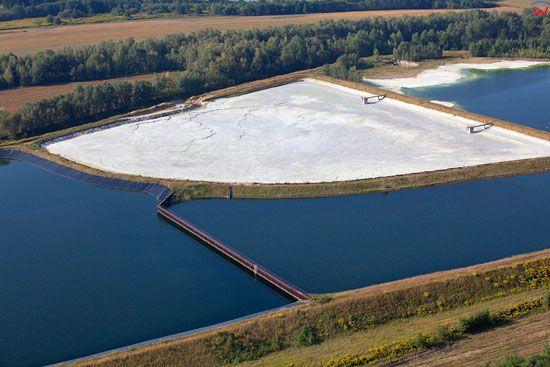 Zbiorniki chemiczne na terenie bylych zakladow chemicznych w Boleslawcu. EU, PL, Dolnoslaskie. LOTNICZE.