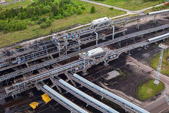 Belchatow, najwieksza w europie elektrownia zasilana weglem brunatnym, n/z system transportu urobku. EU, Slaskie. Lotnicze.