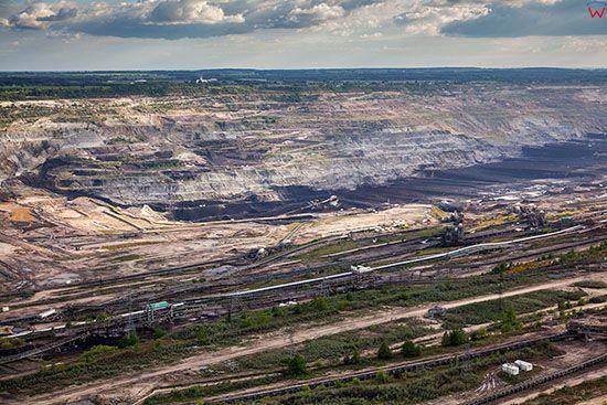 Belchatow, najwieksza w europie elektrownia zasilana weglem brunatnym, n/z wyrobisko. EU, Slaskie. Lotnicze.
