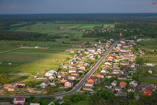 Lekawa, panorama na wies z lotu ptaka. EU, Slaskie. Lotnicze.