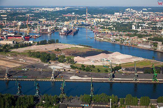 Gdansk, panorama na Nabrzeze Zbozowe. EU, PL, Pomorskie. Lotnicze.