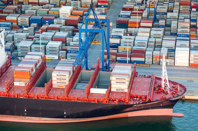 Gdansk, Port Polnocny, zaladunek kontenerowca. EU, PL, Pomorskie. Lotnicze.