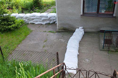 PL, Kujawsko-Pomorskie, Wloclawek. Przygotowania przed nadejsciem fali powodziowej. 23.05.2010r.