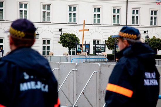Warszawa 15.09.2010 r. Krzyz w przedzien przeniesienia do kaplicy Palacu Prezydenckiego.