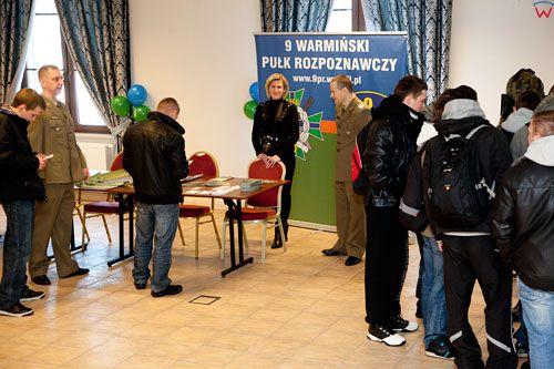 EU, PL, warm - maz. W lidzbarskim hotelu Górecki, odbyły się targi pracy służb mundurowych. 2012-02-16.