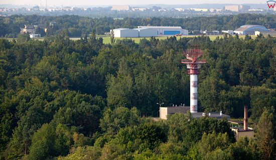 Radar na tle lotniska Babie Doly - Gdynia Oksywie. EU, Pl, pomorskie. Lotnicze.
