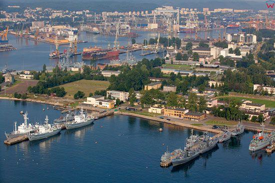 Port Wojenny Gdynia Oksywie (Awanport). EU, Pl, pomorskie. Lotnicze.