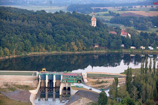 Zapora, zbiornik retencyjny w Niedowie na rzece Witka. EU, PL, Dolnoslaskie. LOTNICZE.