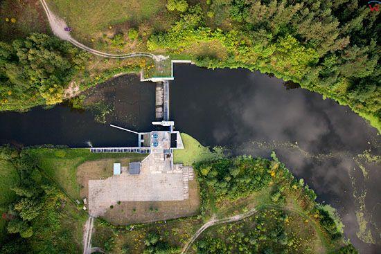 Elektrownia wodna na rzece Lyna, na wysokosci Koniewa. EU, Pl, warm-maz. LOTNICZE.