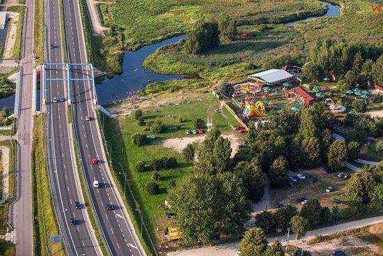 Bialystok. Aleja 100-lecia, droga krajowa nr 8 i 19 przebiegajaca nad rzeka Suprasl. EU, Pl, Podlaskie. LOTNICZE.