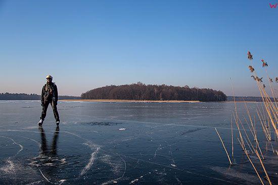 Lyzwiarz na jeziorze Kisajno. EU, PL, Warm-Maz.