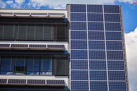 Katowice, Euro - Centrum Park Naukowo Technologiczny, grupa koncentrujaca sie na rozwoju technologi energooszczednych, n/z budynek pokryty panelami slonecznymi. EU, Slaskie.