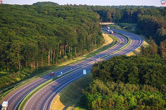 Autostrada A4 na wysokosci Gora Swietej Anny. EU, Pl, Opolskie. Lotnicze.