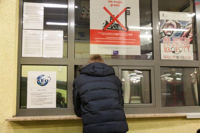 Gronowo, przejscie graniczne wlaczone do Malego Ruchu Granicznego. Okno odpraw. EU, Pl, warm-maz.