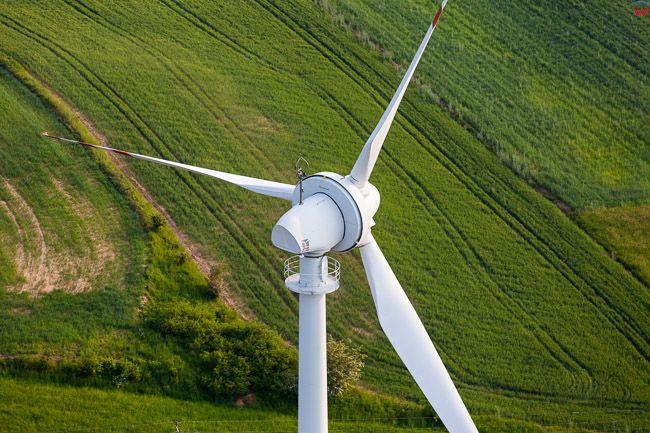 Turbina silowni wiatrowej. EU, PL, Kujaw- POM. Lotnicze.