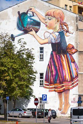 Bialystok, murale Dziewczynka z konewka autorstwa Natalii Rak. EU, PL, Podlaskie.