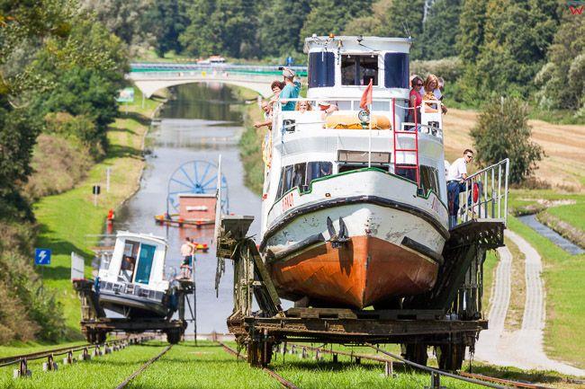 Pochylnia Jelenie, 20.08.2016 r. polozona na trasie Kanalu Ostrodzko - Elblaskiego. Lodz holowana na rampie. EU, PL, Warm-Maz.