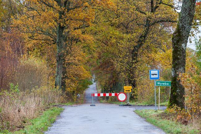 Tolko, pow. bartoszycki. Jesienne opady deszczu spowodowaly lokalne podtopienia i zamkniecie drog.. EU, PL, warm-maz