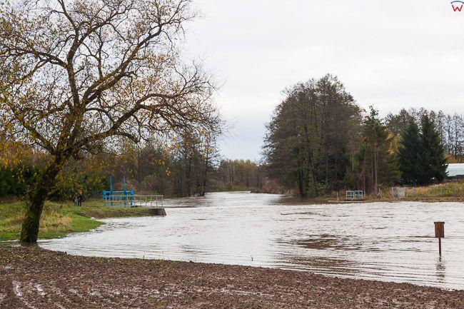 Sepopol, pow. bartoszycki. Jesienne opady deszczu spowodowaly lokolane podtopienia poprzez wystapienie z koryta rz. Guber.. EU, PL, warm-maz