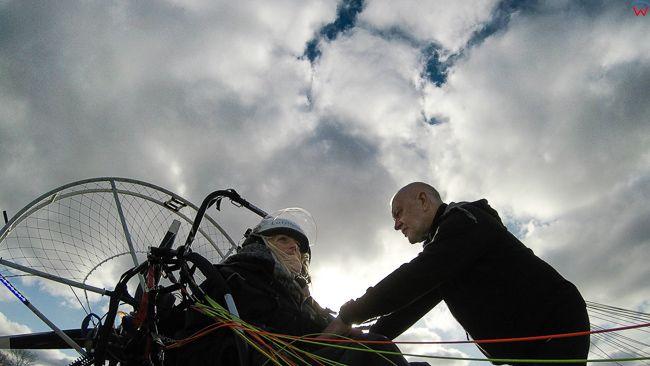 Przygotowania przedstartowe motoparalotnia, 07.11.2017. EU, Polska, warm-maz. Lotnicze