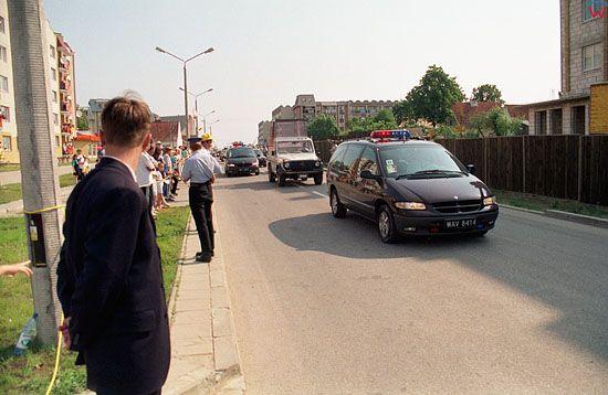 EU, Pl, warm-maz. Podroz Apostolska Jana Pawła II do Polski.  przejazd Papieza ulicami Elku dn. 08-06-1999 r.