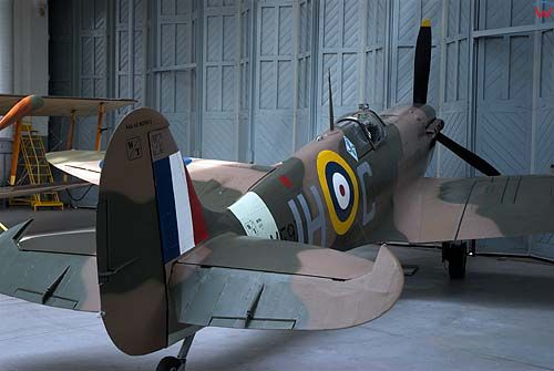 Duxford. Muzeum wojenne. (Flying Experiences at The Imperial War Muzeum)