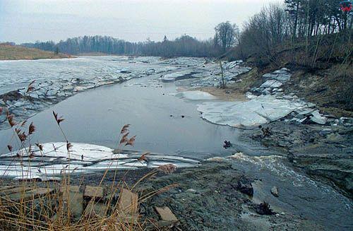 Gorowo Ilaweckie, powodz 2/3.02.2000 r. Pusty zbiornik po zejsciu wody.