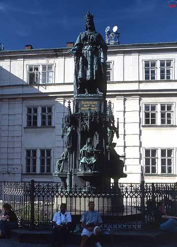 Praga. Pomnik przed Mostem Karola.