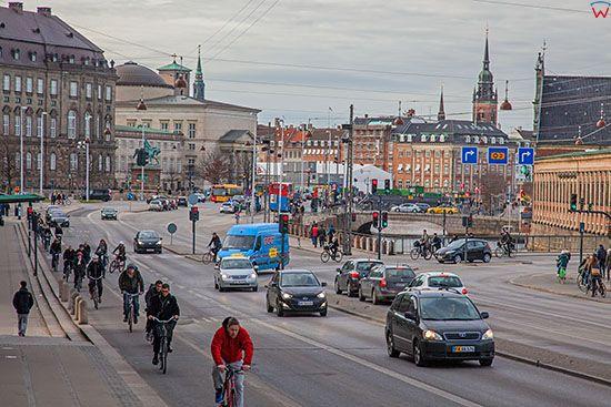 Kopenhaga (Dania). Slotsholmen Island z czescia starego miasta i ulica Borsgade