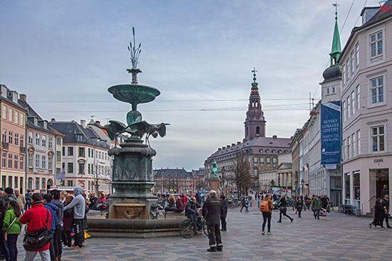 Kopenhaga (Dania). The Stork Fountain na placu Amagertorv