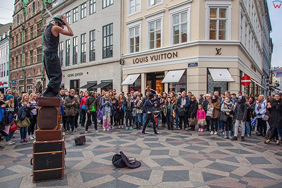 Kopenhaga (Dania). Uliczny artysta na placu Amagertorv