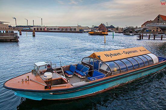 Kopenhaga (Dania). Wejscie z kanalu Inderhavnen do portowego zaulka Nyhavn