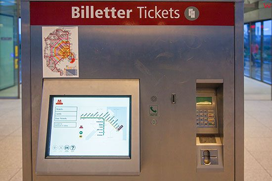 Kopenhaga (Dania). Lufthavnen Metro Station, automat biletowy
