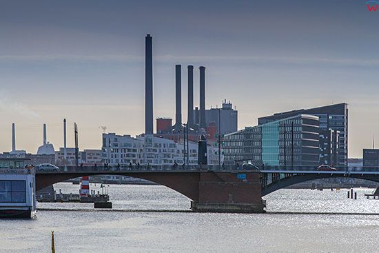 Kopenhaga (Dania). Głowny kanał Kopenhagi - Inderhavnen z panorama na most Langebro