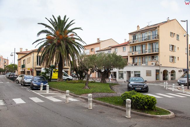 Saint-Tropez (Francja) 16.09.2015 r. ulica Avenue Gen de Gaulle.