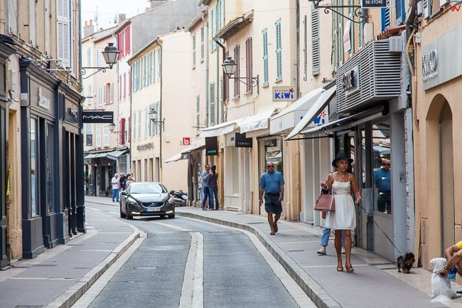 Saint-Tropez (Francja) 16.09.2015 r. ulica Boulevard Luis Blanc.