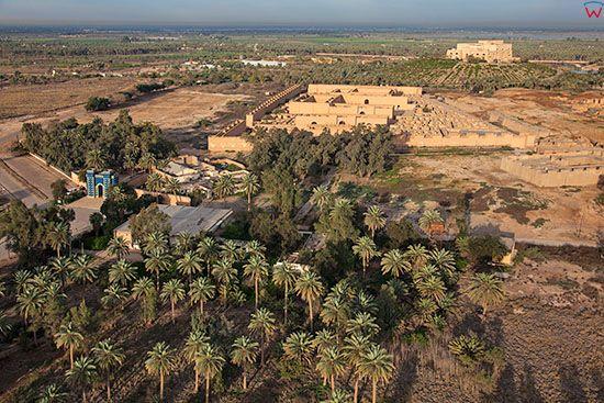Irak, Babilon. Zrekonstruowane pozostalosci starozytnego miasta. Lotnicze.